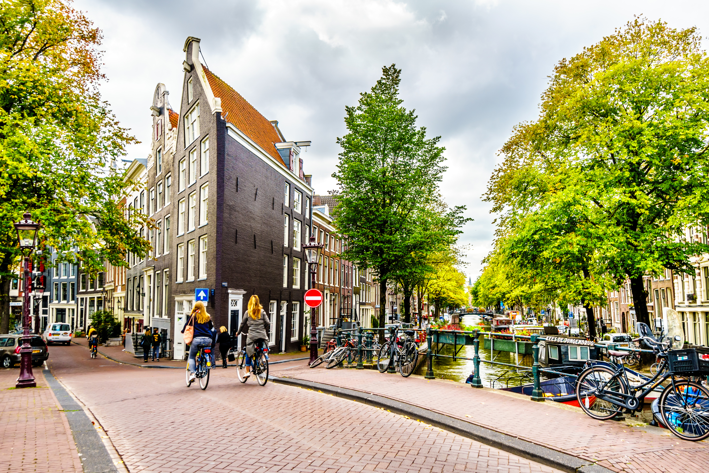 Amsterdam-canal-bridge-bikes.jpg?mtime=20190107210005#asset:104370