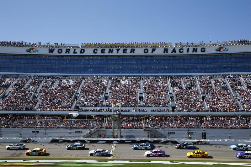 Atlanta-Motor-Speedway-NASCAR ▷ Parejas escapadas que realmente rock