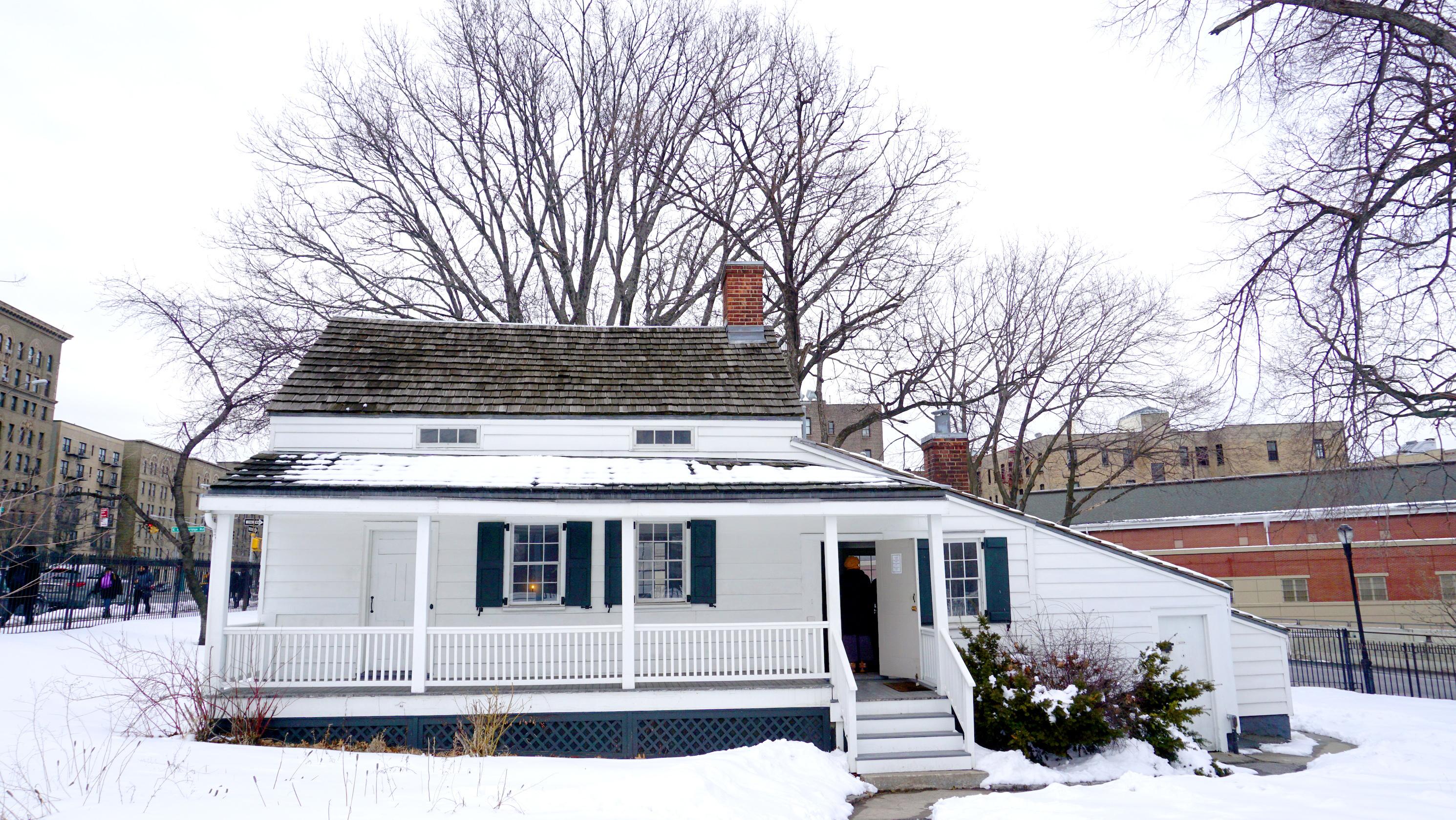 Edgar-Allen-Poe-Queens-dreamstime_l_51133123 ▷ 10 casas americanas históricas que puedes recorrer