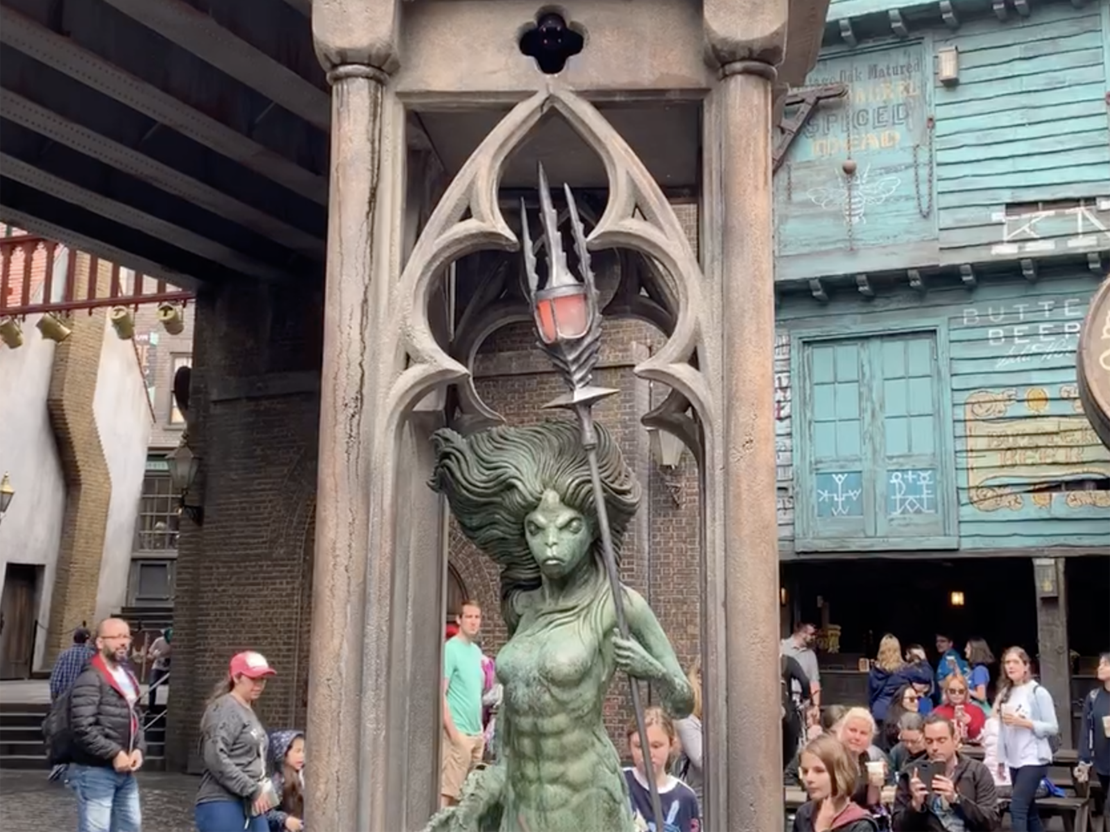 Harry-Potter-statue.png?mtime=20190423084823#asset:105594