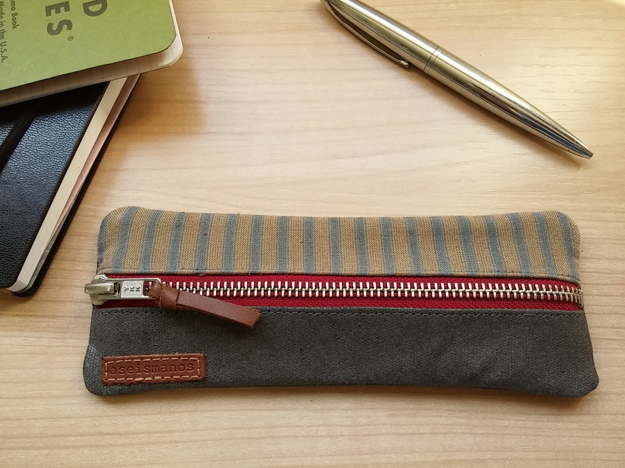 In-flight-gear-Small-pencil-pouch-grey-stripes.jpg?mtime=20190227152751#asset:105012