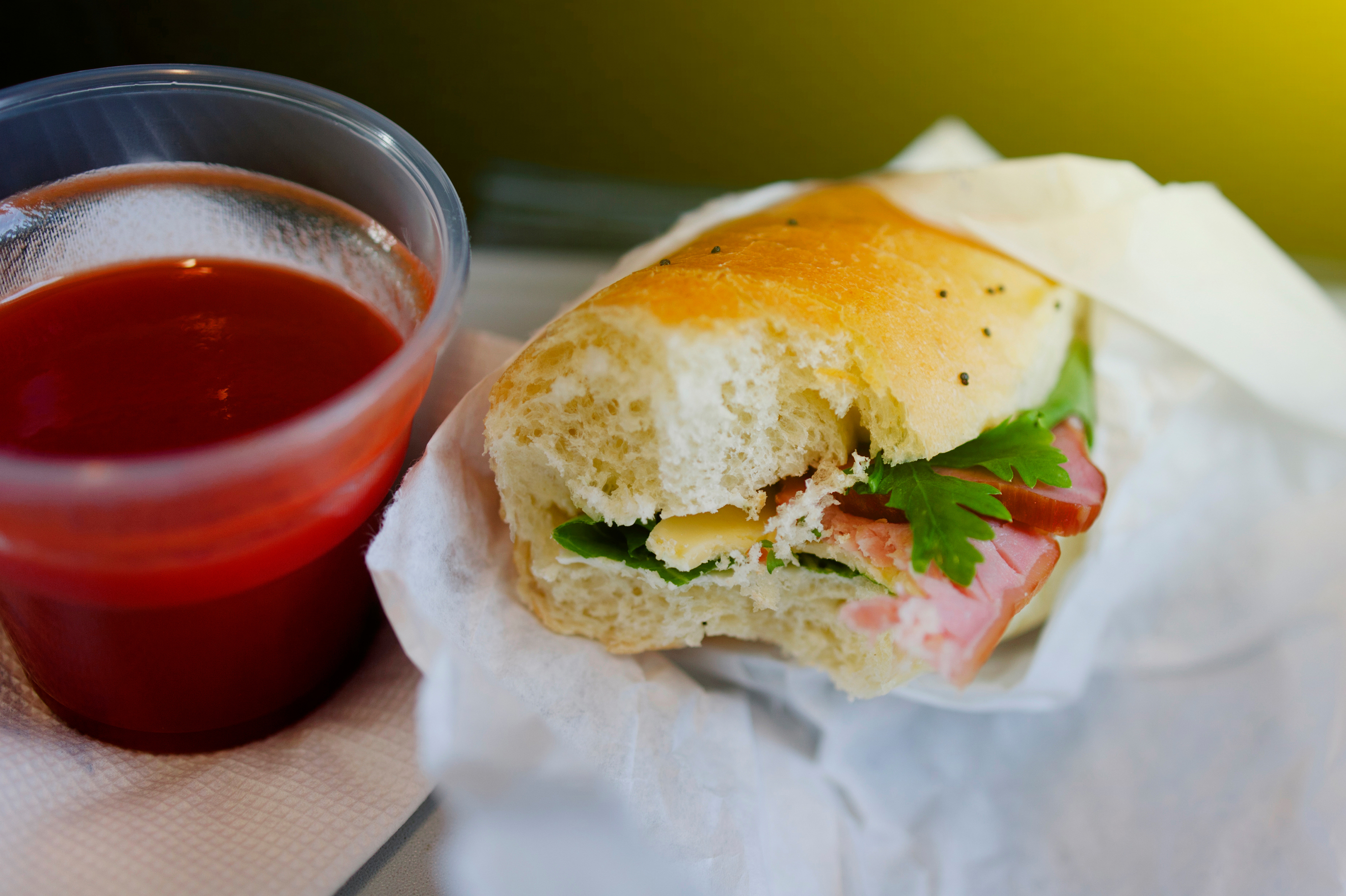 Tomato-Juice-Sandwich-Airplane-Tray.jpg?mtime=20180710113433#asset:102424