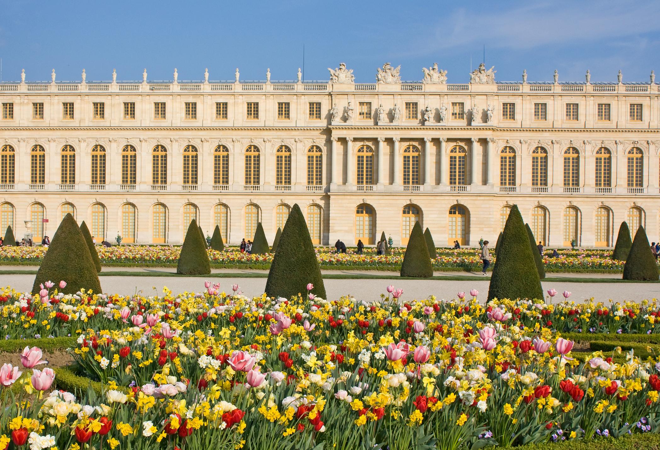 Versailles-france-spring-flowers.jpg?mtime=20190228132231#asset:105035