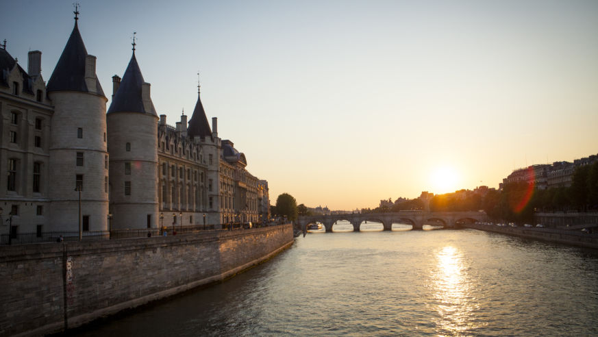 48 Perfectly Romantic Hours in Paris