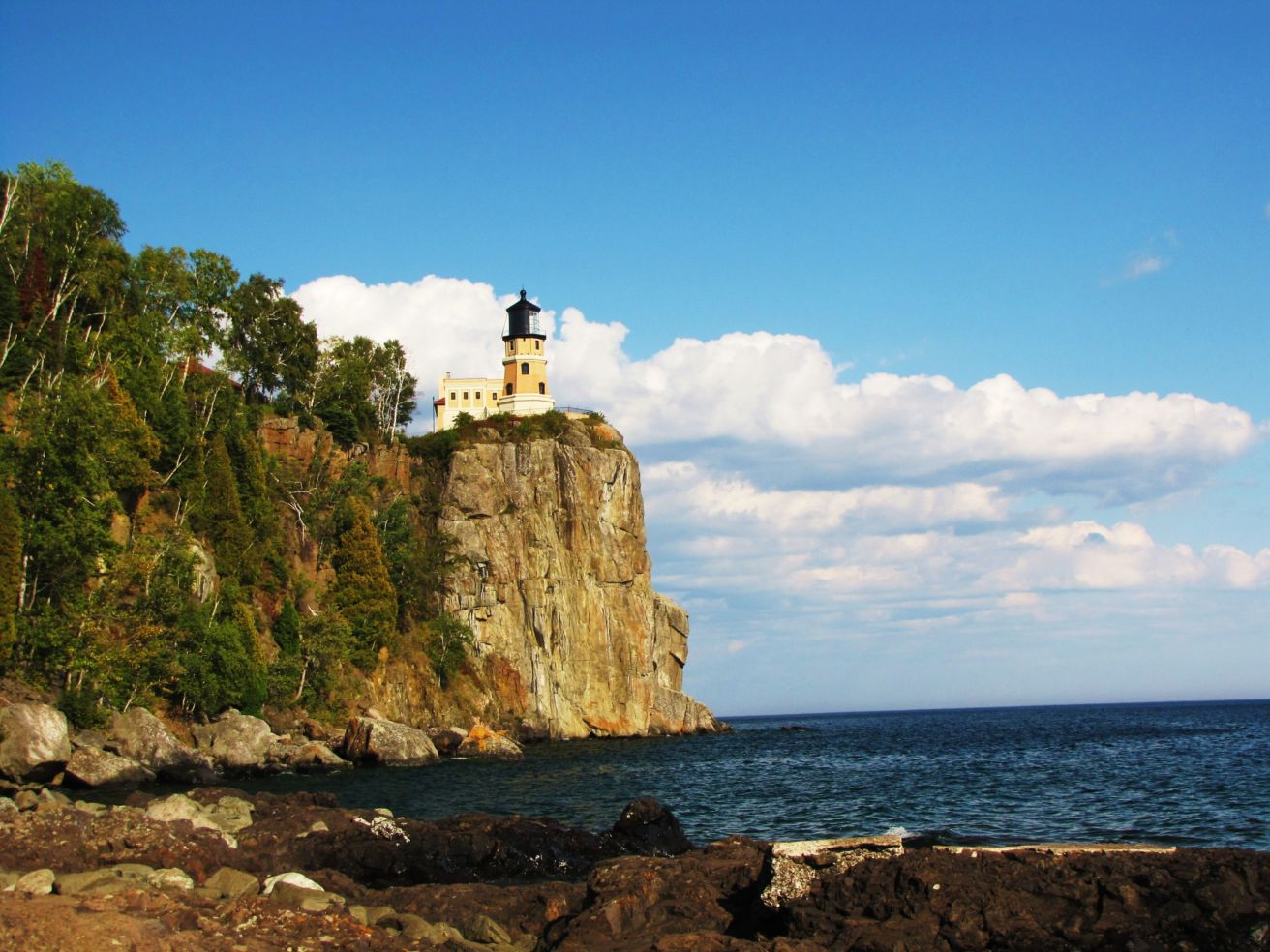 25 gorgeous american lighthouses budget travel for What state has the most lighthouses