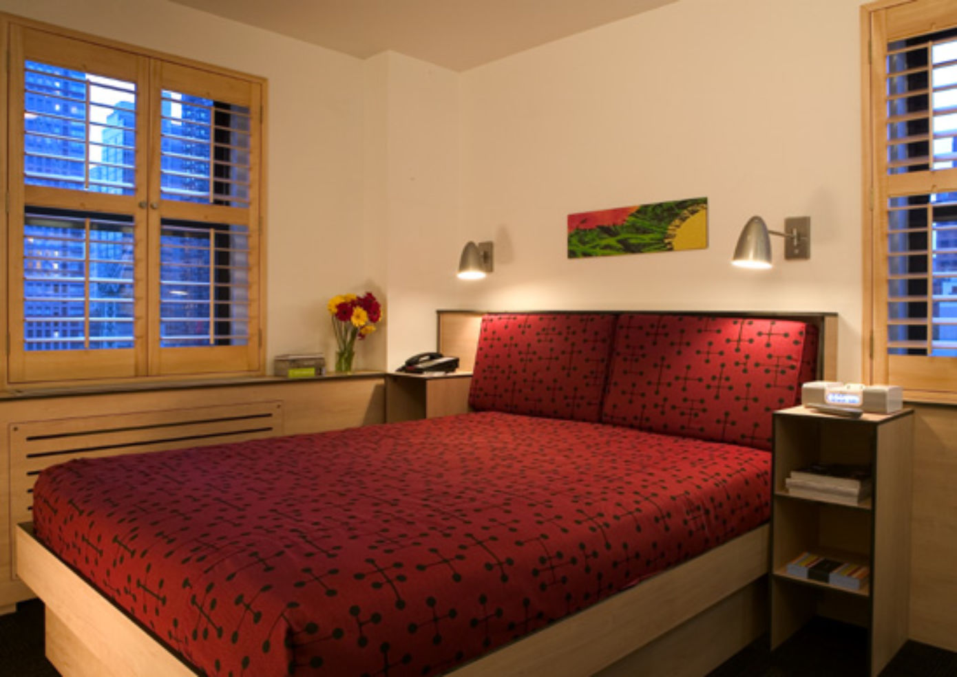 Pod Hotel, single room with queen bed