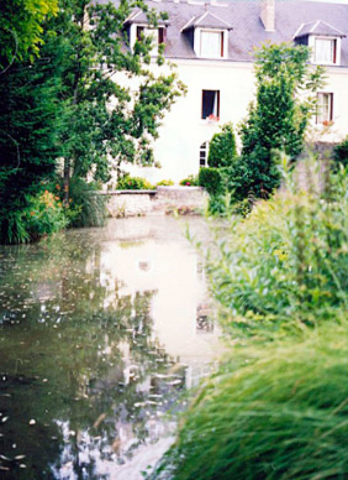 Le Moulin de la Renne sits on the banks of the Cher River.