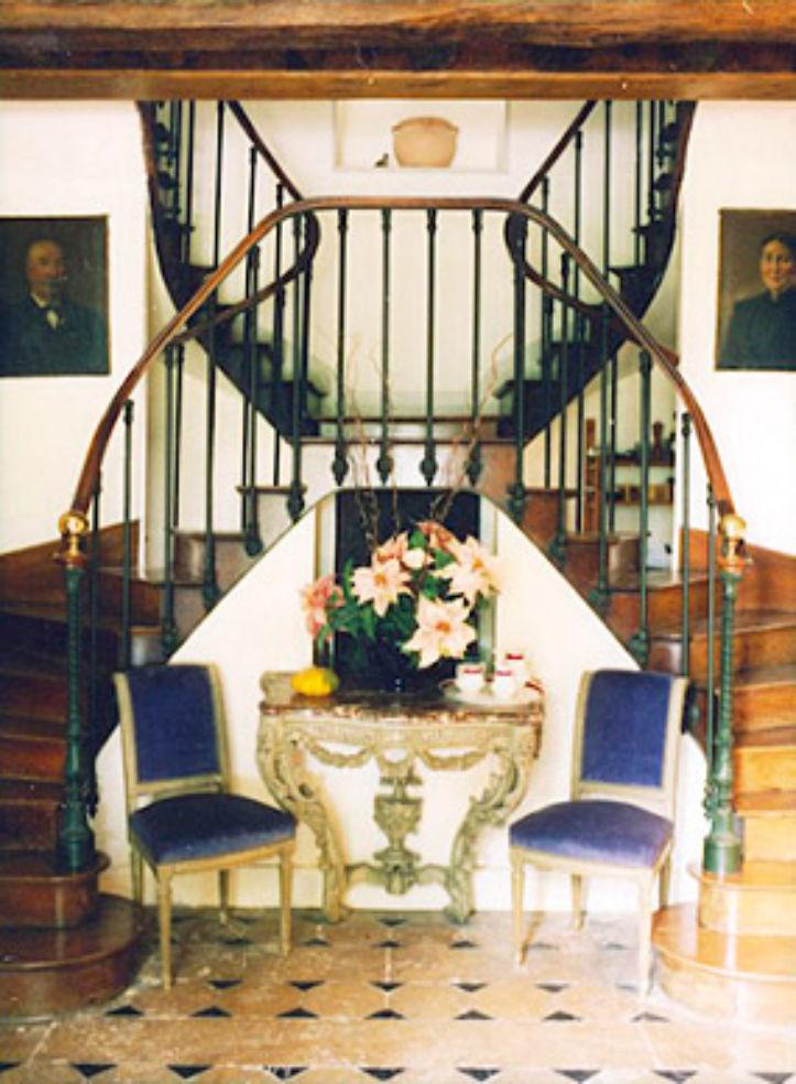 The lobby area at Château de l'Isle.