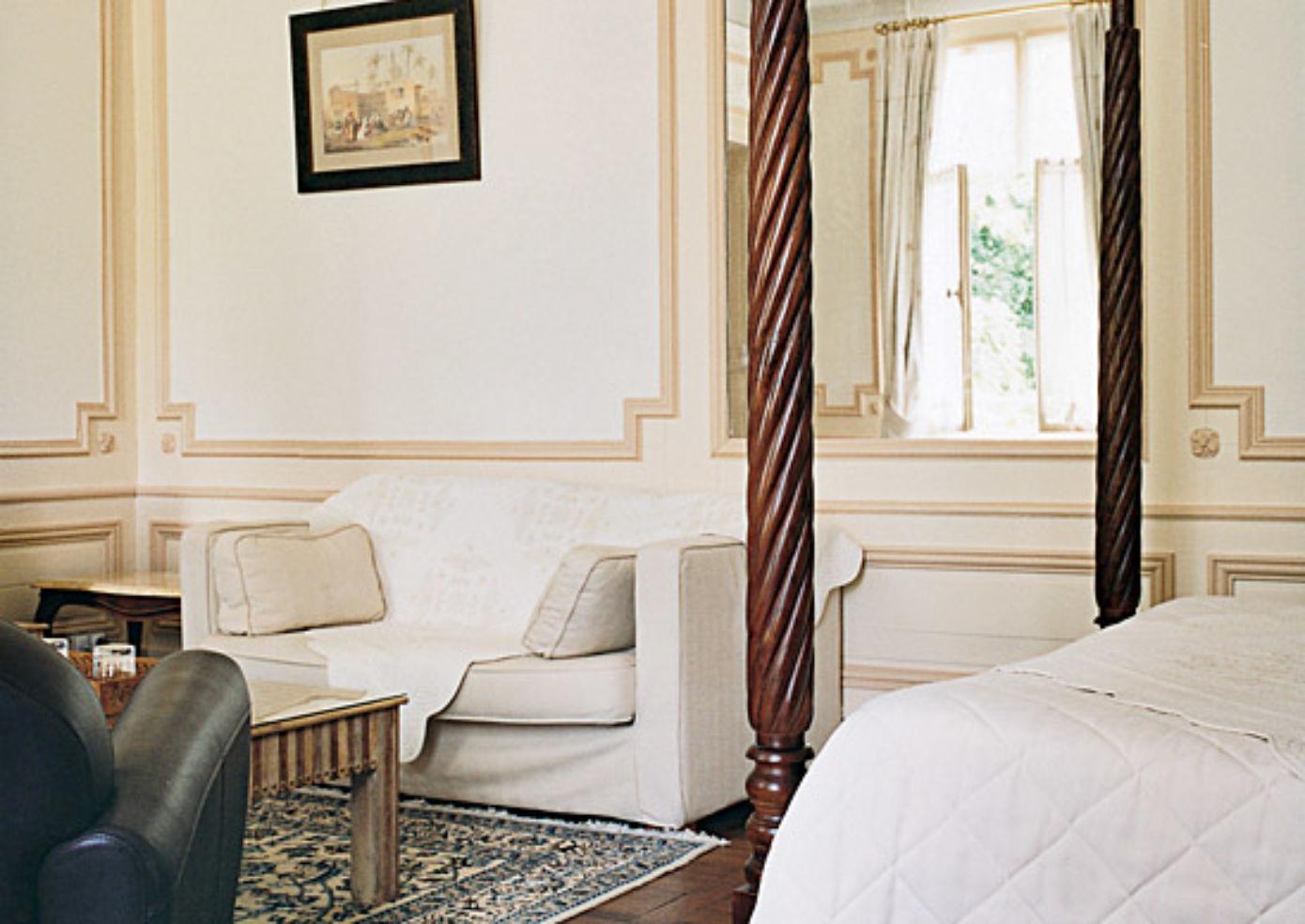 A room at Le Clos d'Amboise, with a mahogany bed.