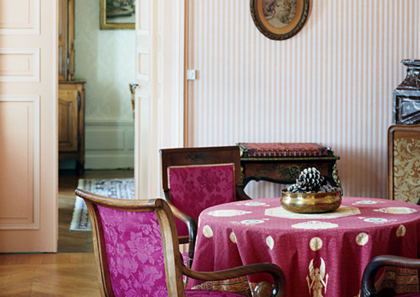 A common room at Château des Tertres, furnished with 19th-century pieces.
