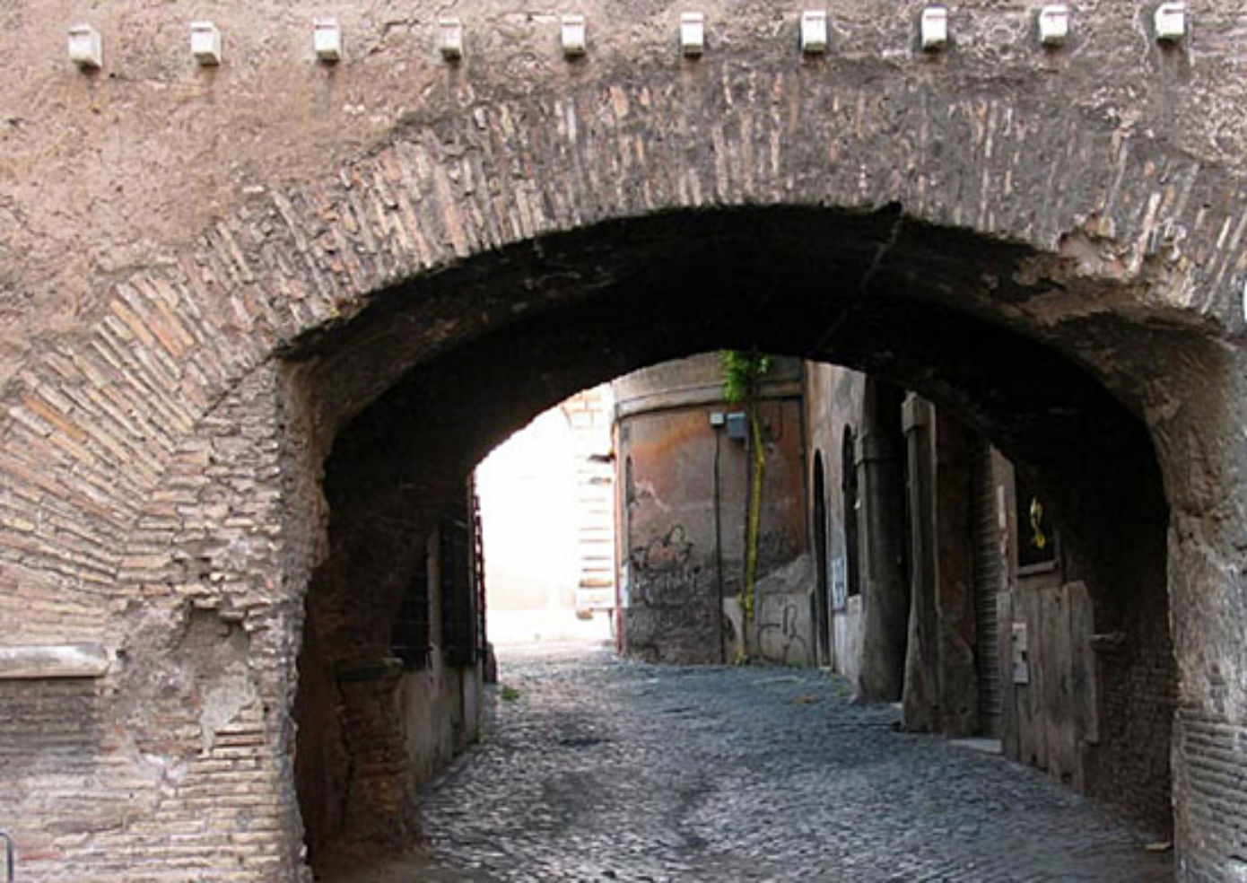 Arco del Lauro is on a picturesque back street in Trastevere.