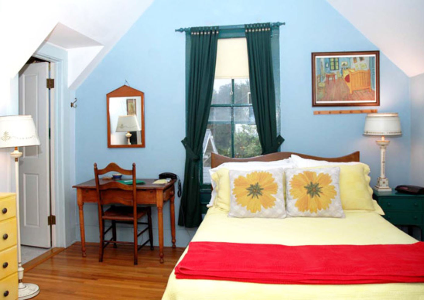 The Van Gogh room at the Artists' Inn