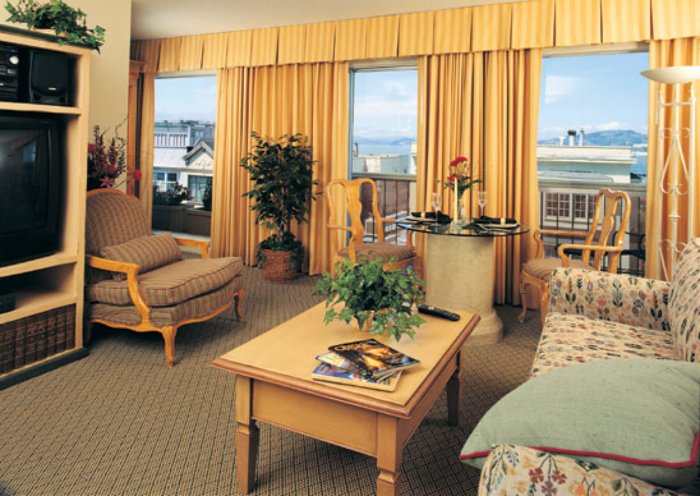 Living room at Suites at Fisherman's Wharf
