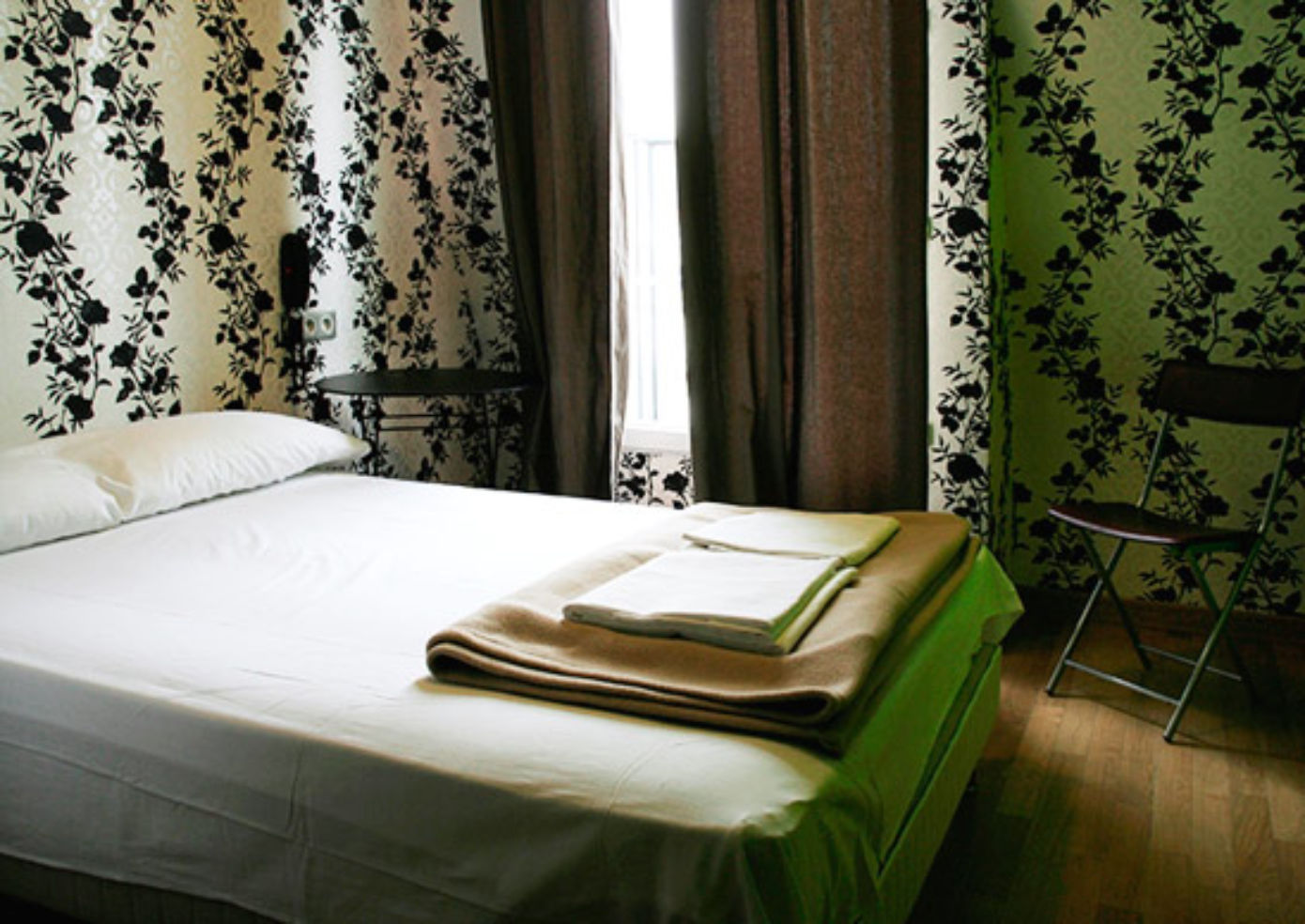 A bedroom at Oops! hostel in Paris