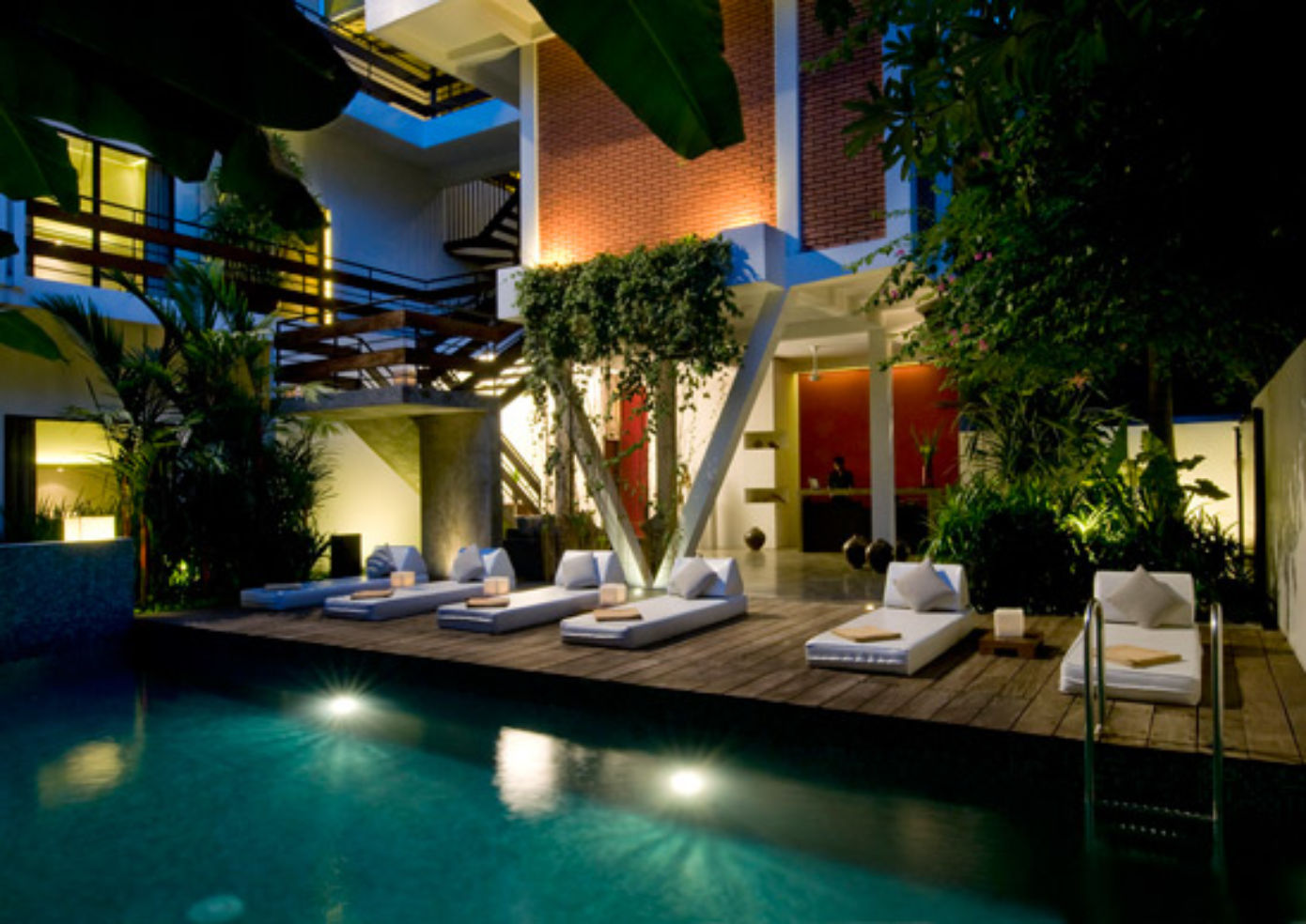 The pool at Viroth's Hotel