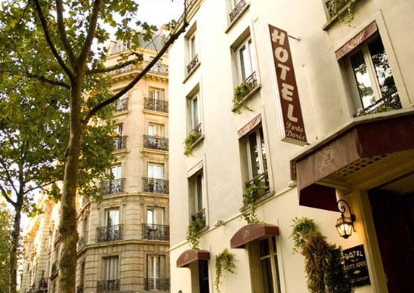Hotel de la Porte Doree in Paris