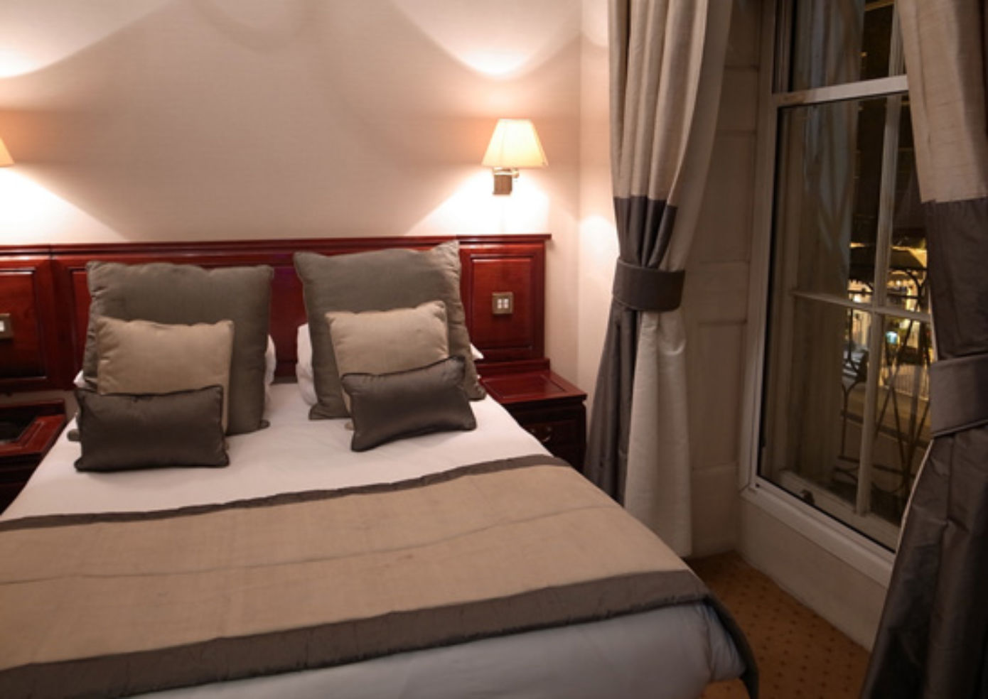 A guest room at Grange White Hall Hotel