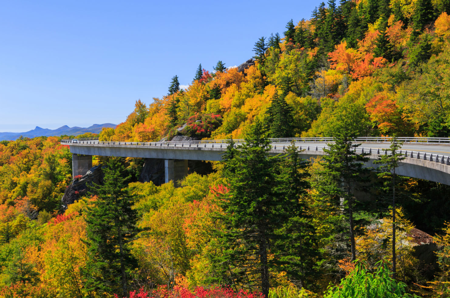 See fall foliage in america 39 s coolest small towns budget Smallest town in america