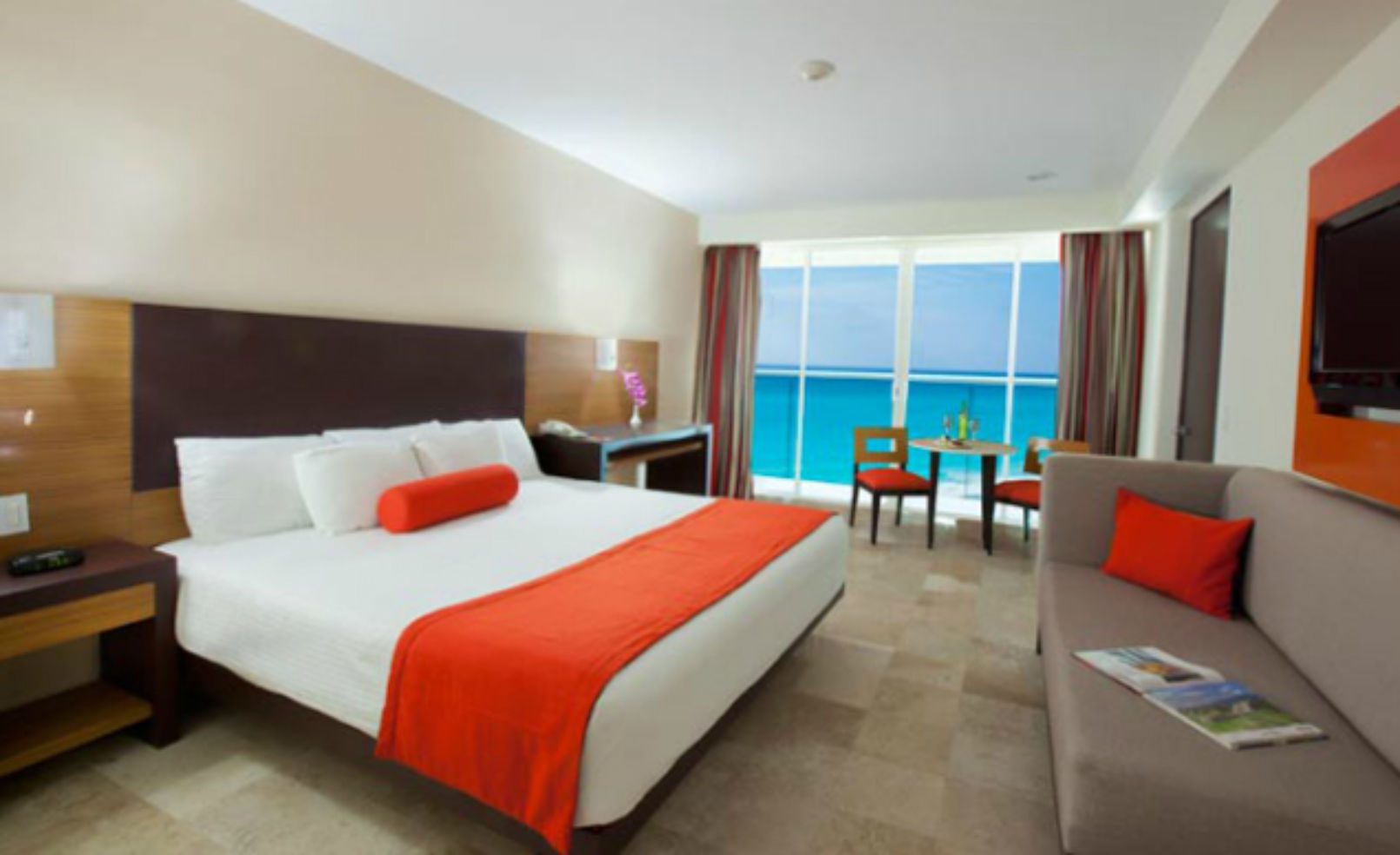 Krystal Cancun room
