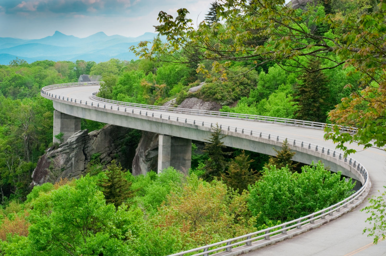 American_Drives_Blue-Ridge-Parkway_road