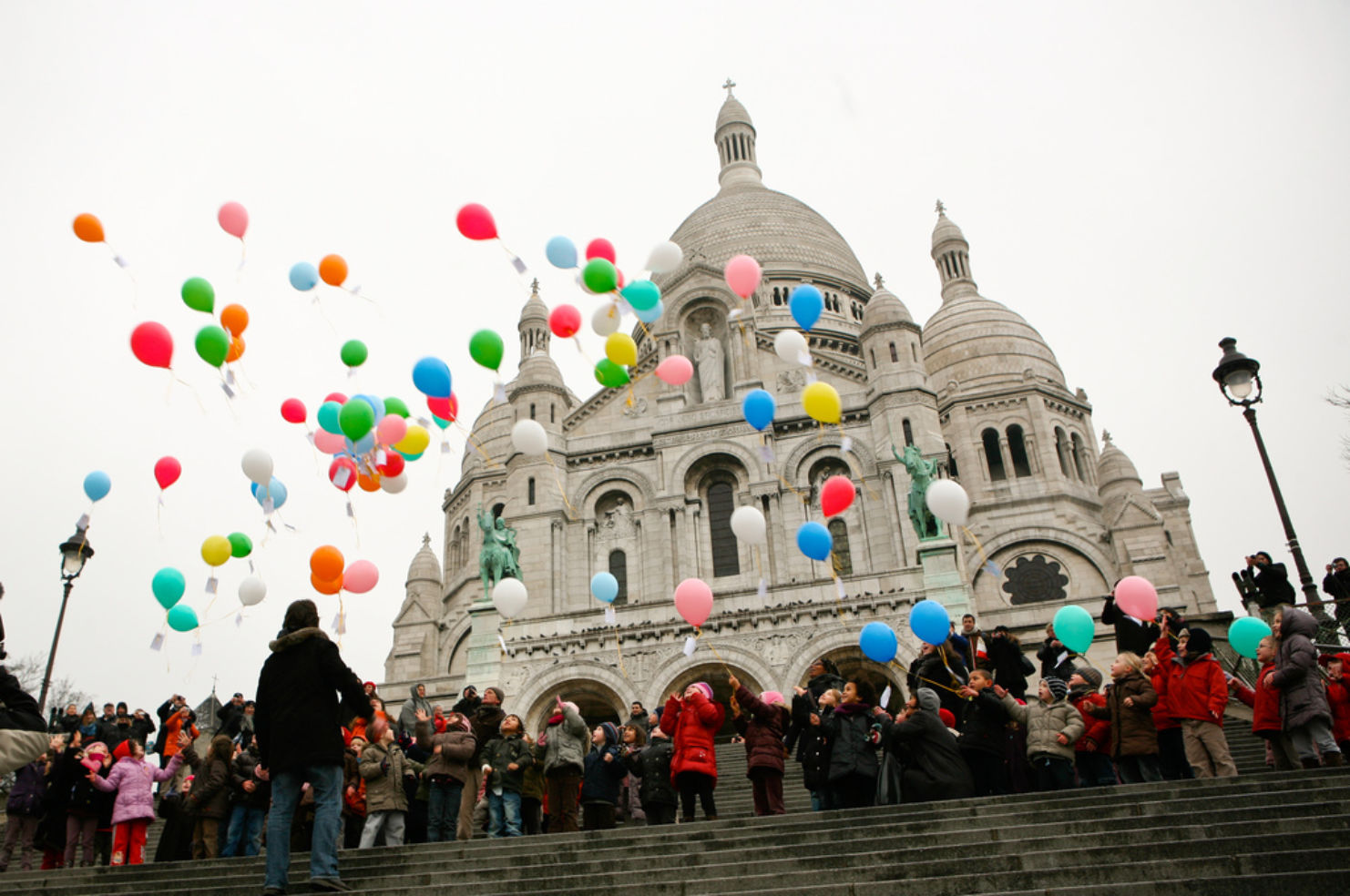 Balloons by the Sacre Coeur church
