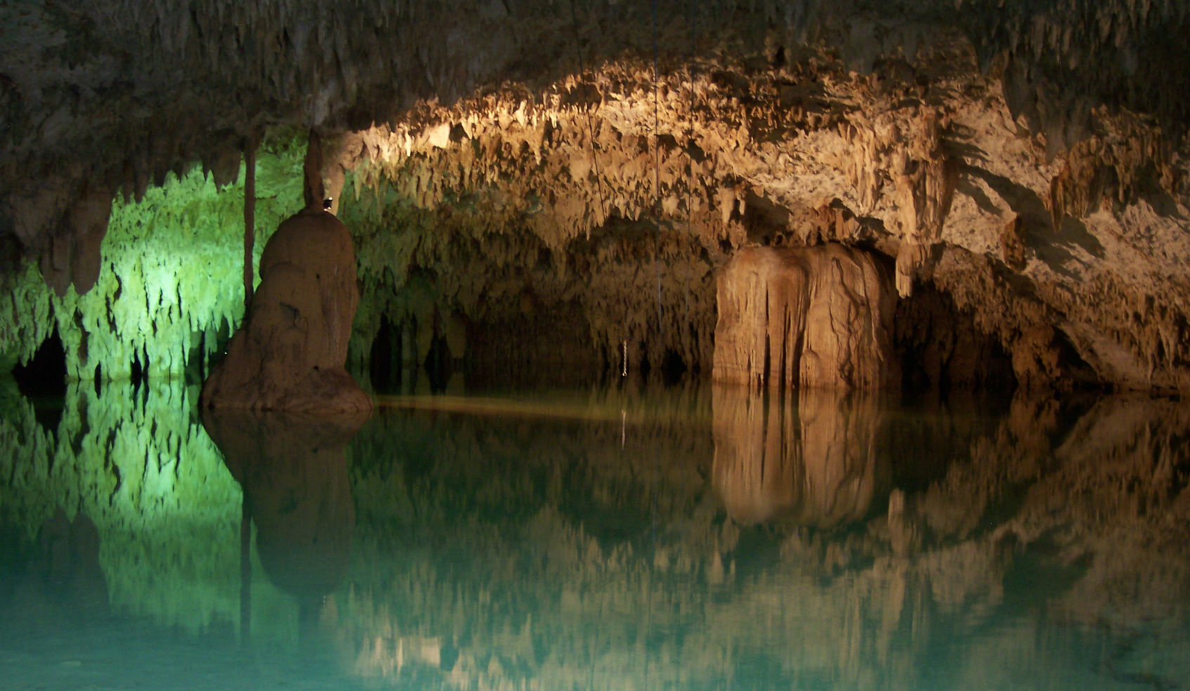 30 Extraordinary Photos of Caves Around the World