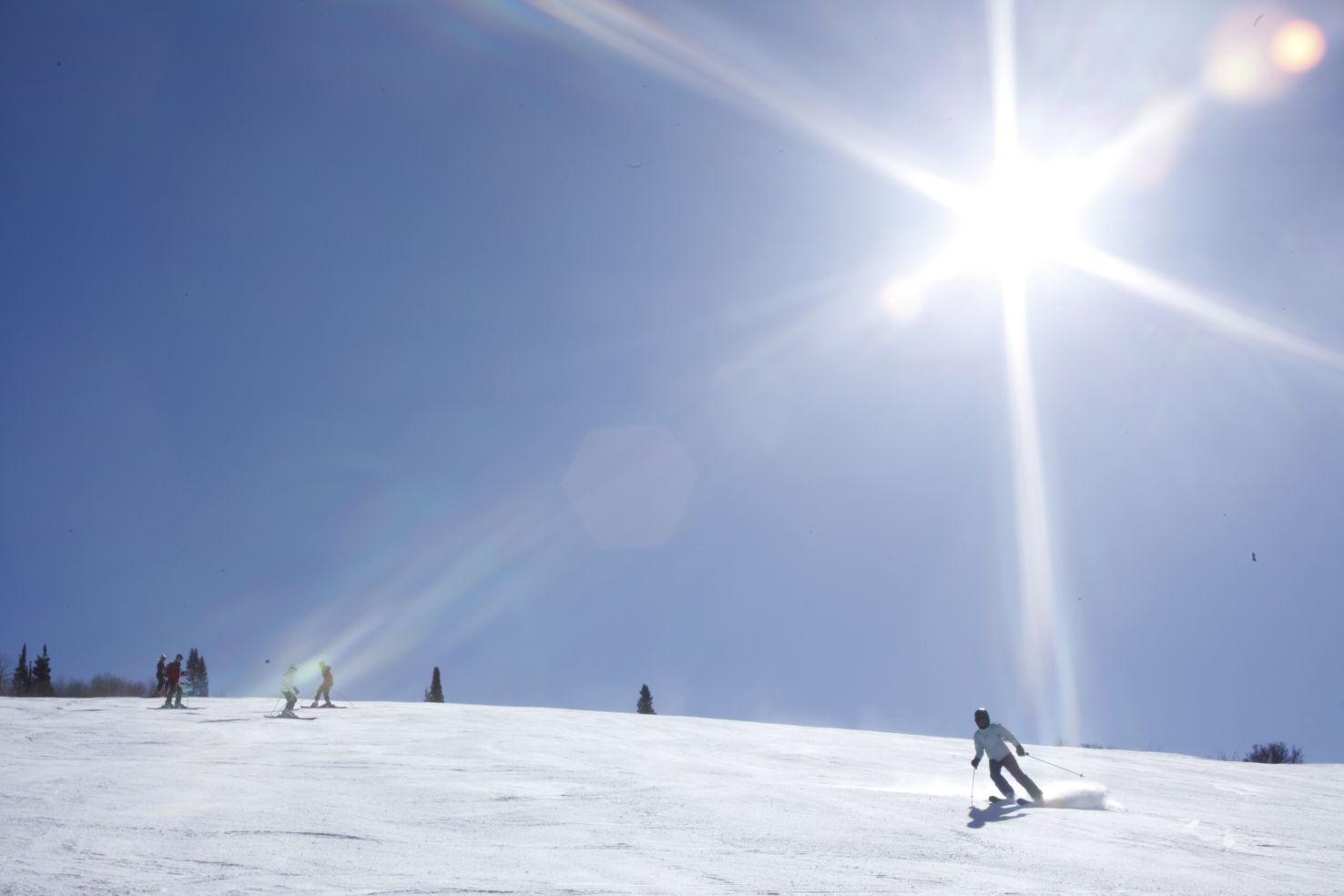 FamilySkiing_Utah_Park-City_skier