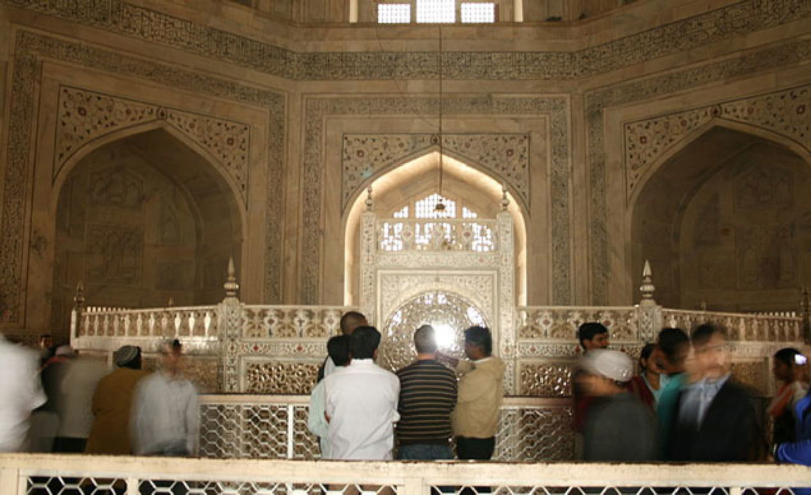 9 places where photography is forbidden budget travel for Interior taj mahal