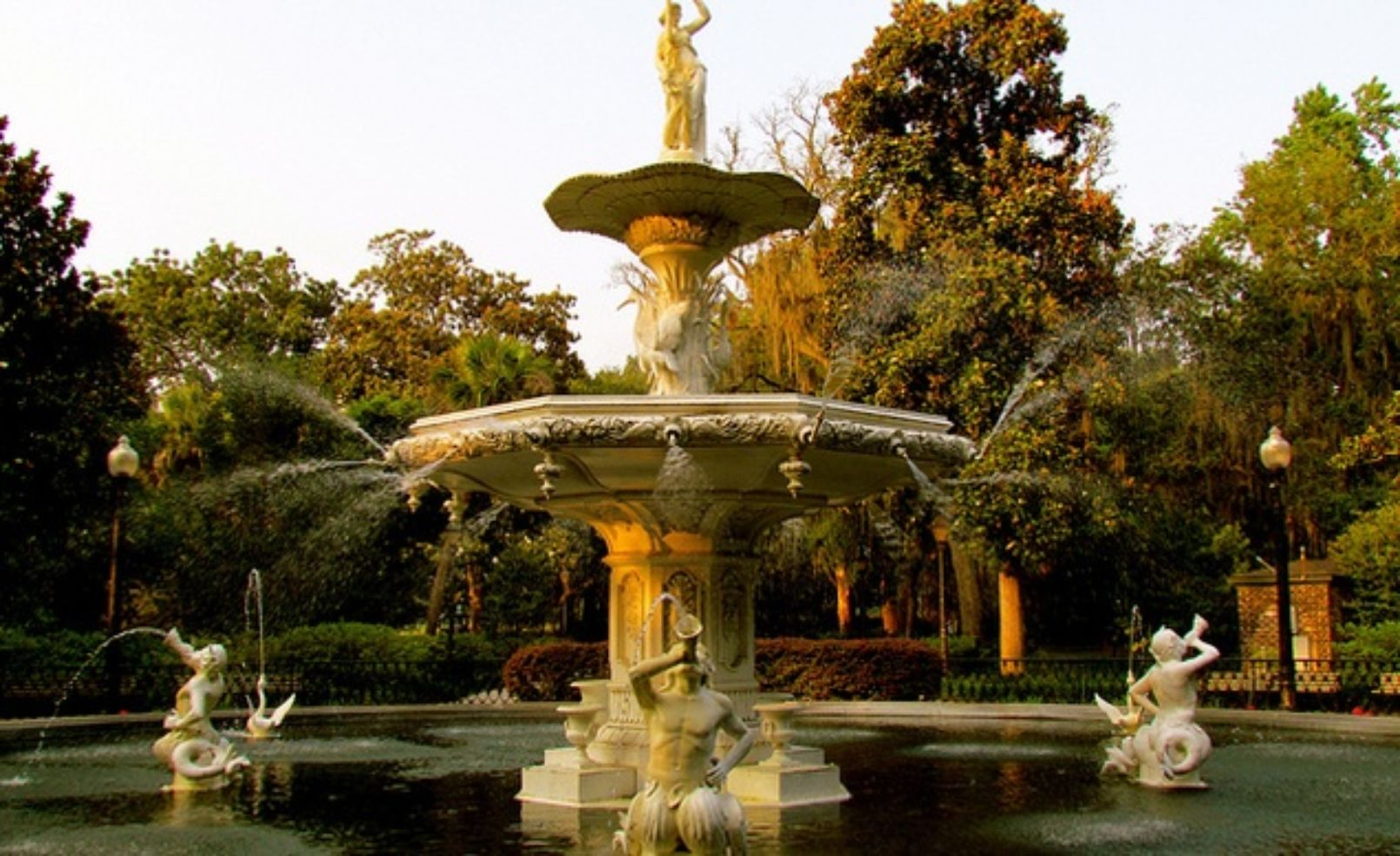 fountain-in-forsyth-park-savannah-georgia