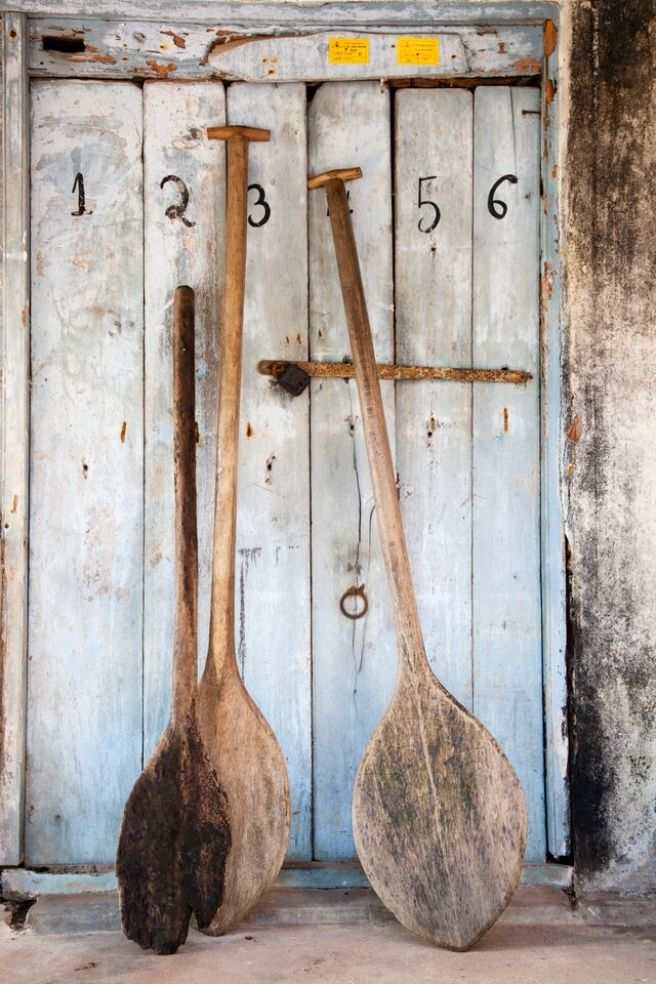 wooden paddles in kerala