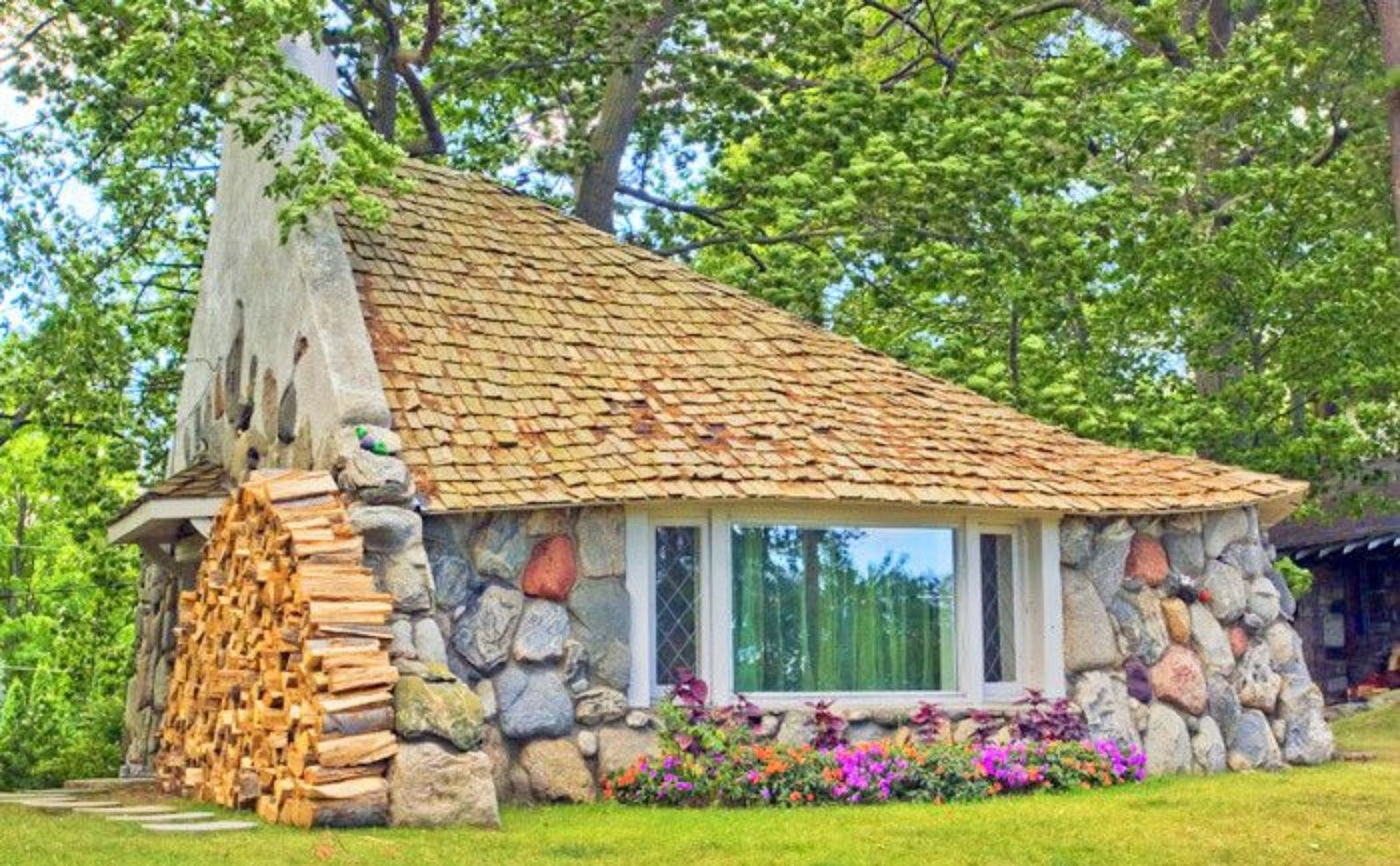 Michigan Hobbit House ...