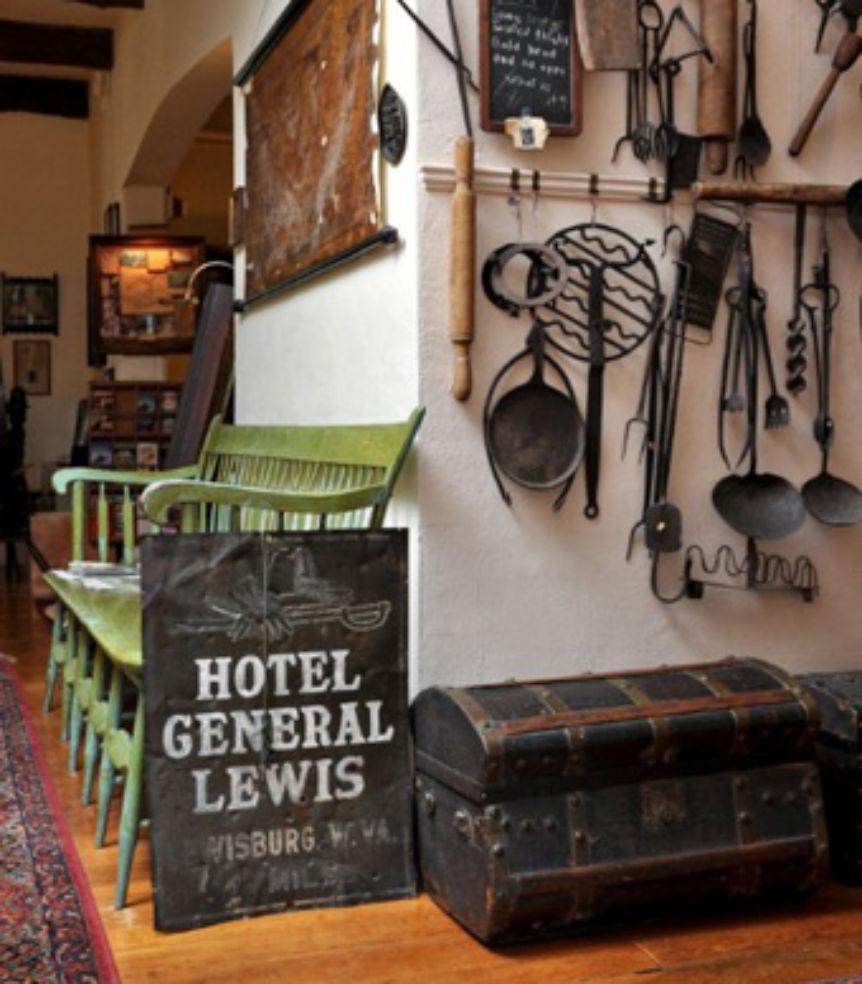 General Lewis Inn
