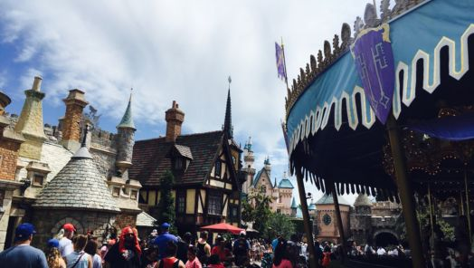 The Budget Traveler's Guide to Disneyland tumbnail