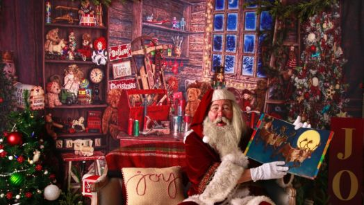 Have a virtual visit with Santa this year with Airbnb tumbnail