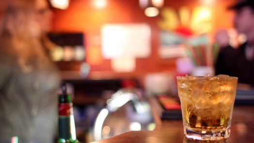 Manhattan's top 7 dive bars for cheap drinks tumbnail