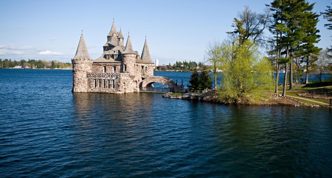 12 Awe-Inspiring American Castles!