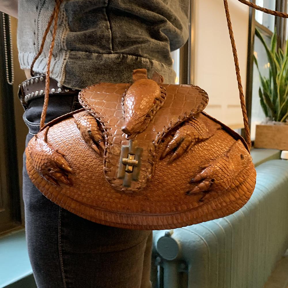 ardvark-purse-souvenir.jpg?mtime=20190220194342#asset:104922