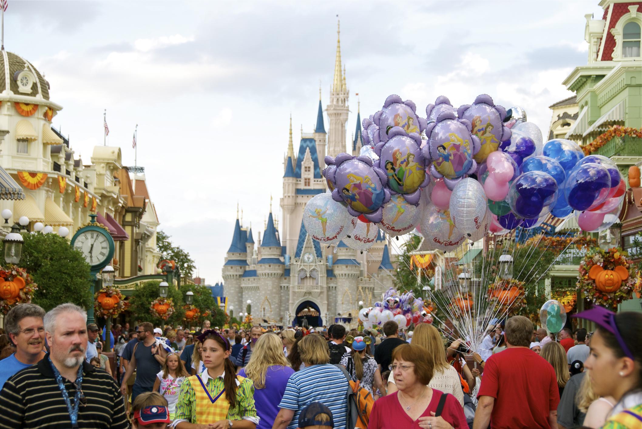 crowds-Disney.jpg?mtime=20181003122641#asset:103392
