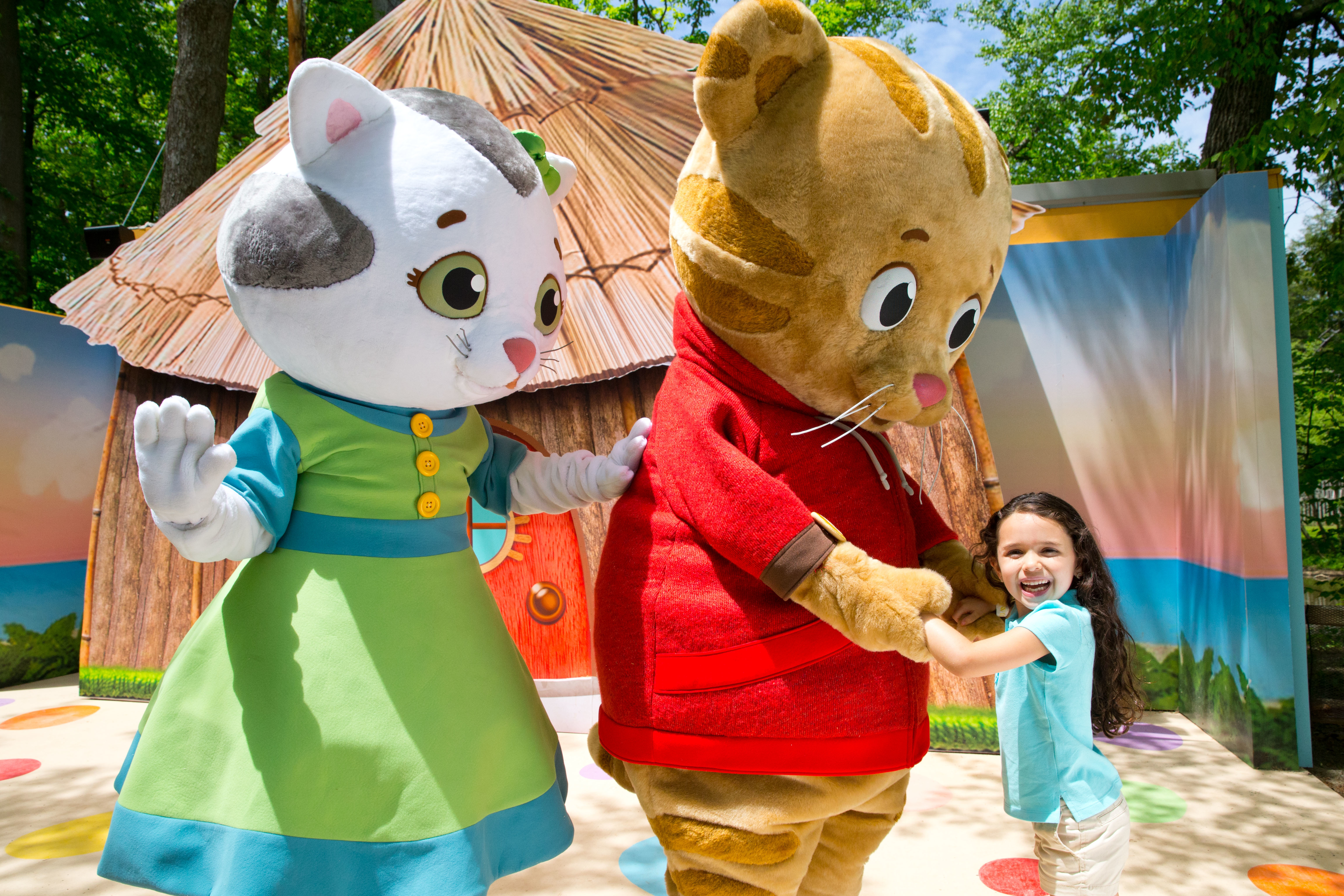 IDLE_DanielTigersNeighborhood_Hug_2015_RCA73P6493.JPG?mtime=20191106112848#asset:107272
