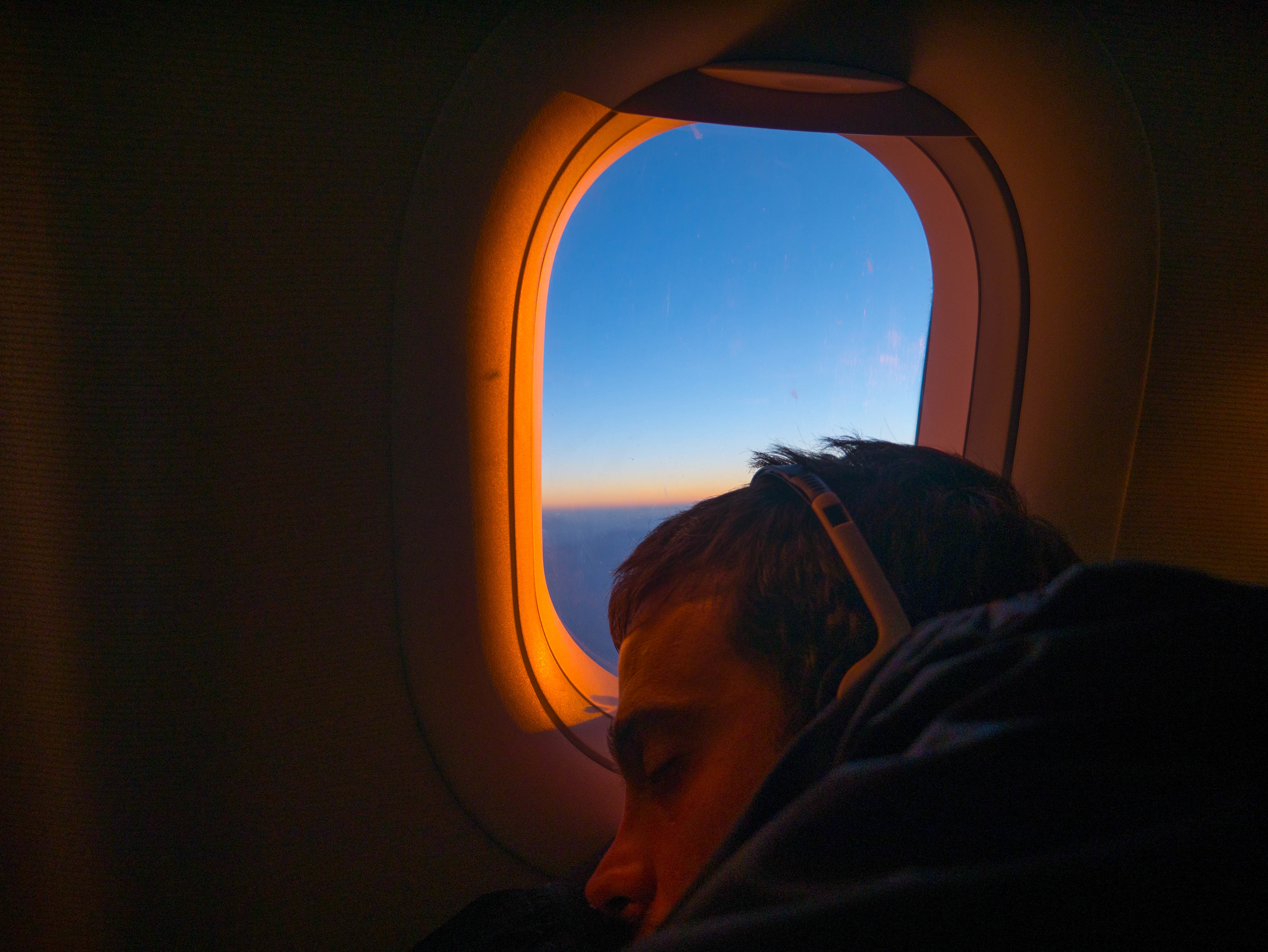 sleeping-on-plane.jpg?mtime=20180710124023#asset:102442